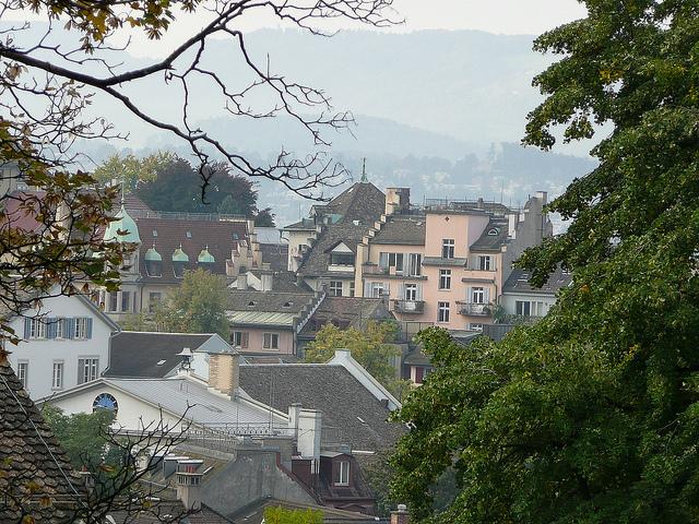 Blik op Zürich. Deze Zwitserse stad kent net als Utrecht  vloeiende overgangen tussen informele en formele kringen, daarom noemt Hans Sakkers deze als een van de steden die inspirerend zijn voor Utrecht. Bron: Flickr, Metro Centric