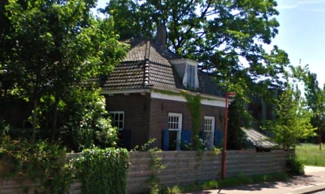 Hovenierswoning aan de Van Zijstweg in Zuidwest, de enig overgebleven historische bebouwing aan deze weg.