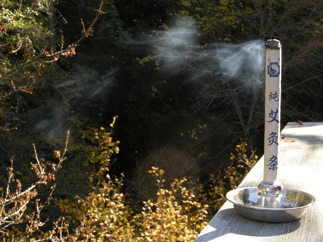 Moxa. Meer over deze Chinese therapie in bijgevoegde PDF. Bron: Flickr, SuperFantastic