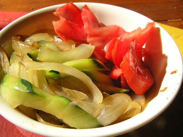 Gesauteerde groenten. Sauteren is kort en hoog roerbakken met weinig olie. Bron: LaurelF, Flickr