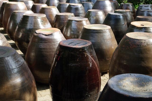 Potten met kimchi, een soort KOreaanse zuurkool. Bron: lamoix, Flickr